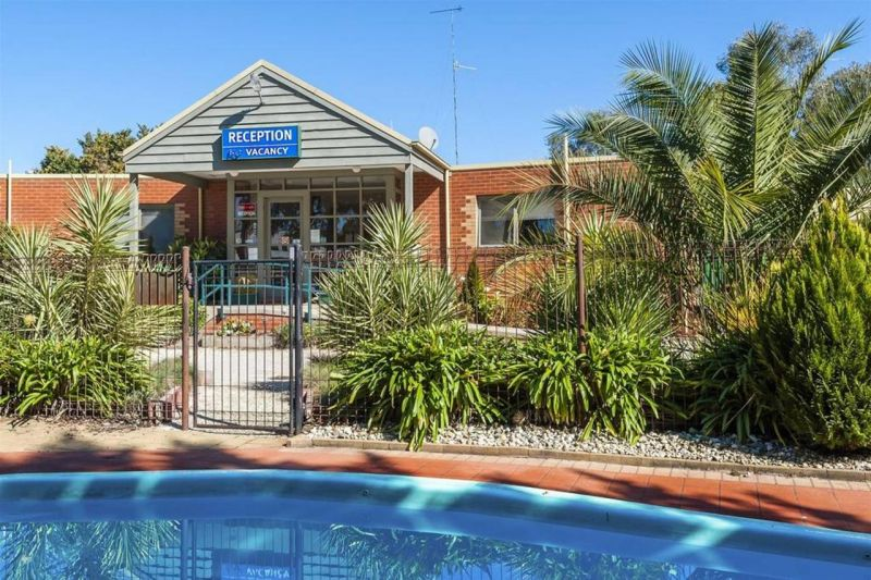 COMFORT INN COACH AND BUSHMANS - Accommodation in Bendigo