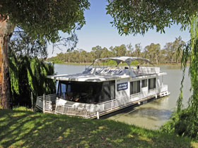 Moving Waters Self Contained Moored Houseboat - Accommodation in Bendigo