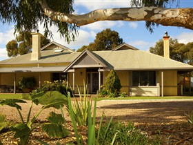 Whistler Farm - Accommodation in Bendigo