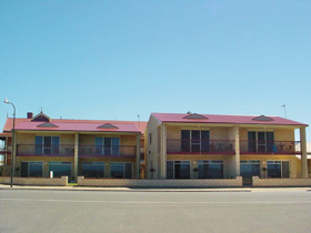 Tumby Bay Hotel Seafront Apartments - Accommodation in Bendigo