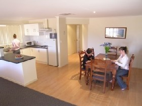 Copper Cove Holiday Villas - Accommodation in Bendigo