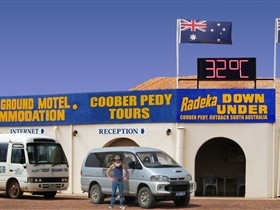 Radeka Downunder Underground Motel and Backpacker Inn