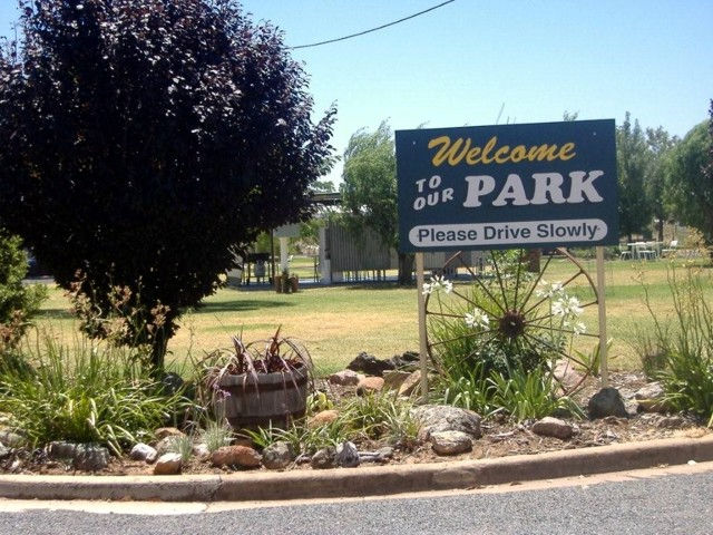 Country Club Caravan Park - Accommodation in Bendigo