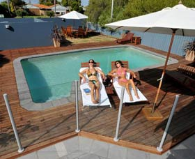 Waikiki Beach Bed and Breakfast - Accommodation in Bendigo