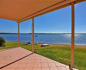 Luxury Waterfront House - Accommodation in Bendigo