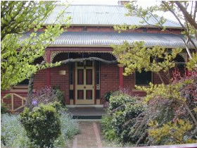 FINCHES OF BEECHWORTH - Accommodation in Bendigo