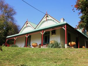 Ravenscroft and The Cottage - Accommodation in Bendigo
