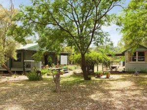 Red Tractor Retreat - Accommodation in Bendigo