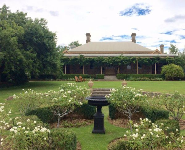 Clifton House and Gardens Farm Stay Accommodation - Accommodation in Bendigo