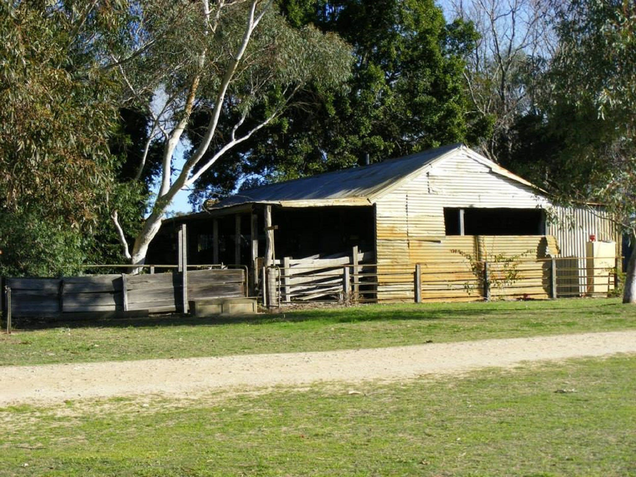 Willowbrook Farm Caravan Park - Accommodation in Bendigo