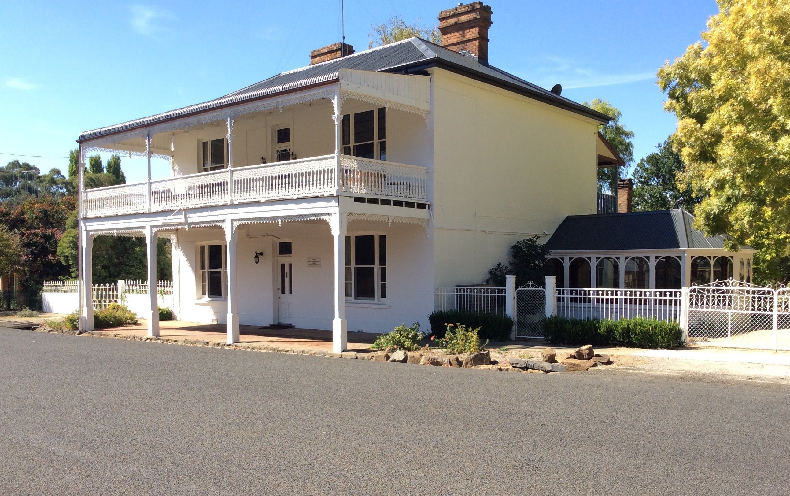 The White House Carcoar - Accommodation in Bendigo