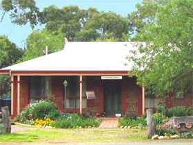 Stacey Studio Gallery  Almond Grove BB - Accommodation in Bendigo