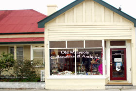 Old Maypole Collectables  Antiques - Accommodation in Bendigo