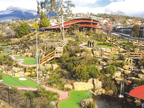 Putters Adventure Golf - Accommodation in Bendigo