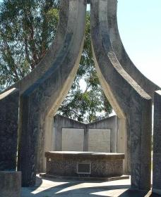 Inverell and District Bicentennial Memorial - Accommodation in Bendigo