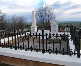 Hamilton Humes Grave - Accommodation in Bendigo