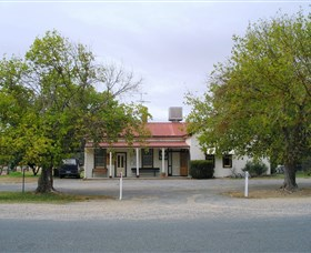 Round Hill Hotel - Accommodation in Bendigo