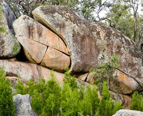Frog Rock - Accommodation in Bendigo