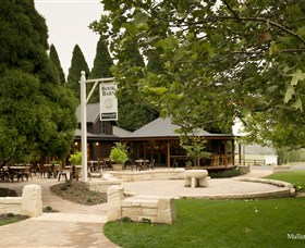 Bendooley Estate Book Barn - Accommodation in Bendigo