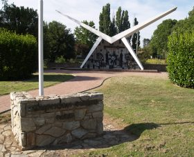 Southern Cloud Memorial - Accommodation in Bendigo