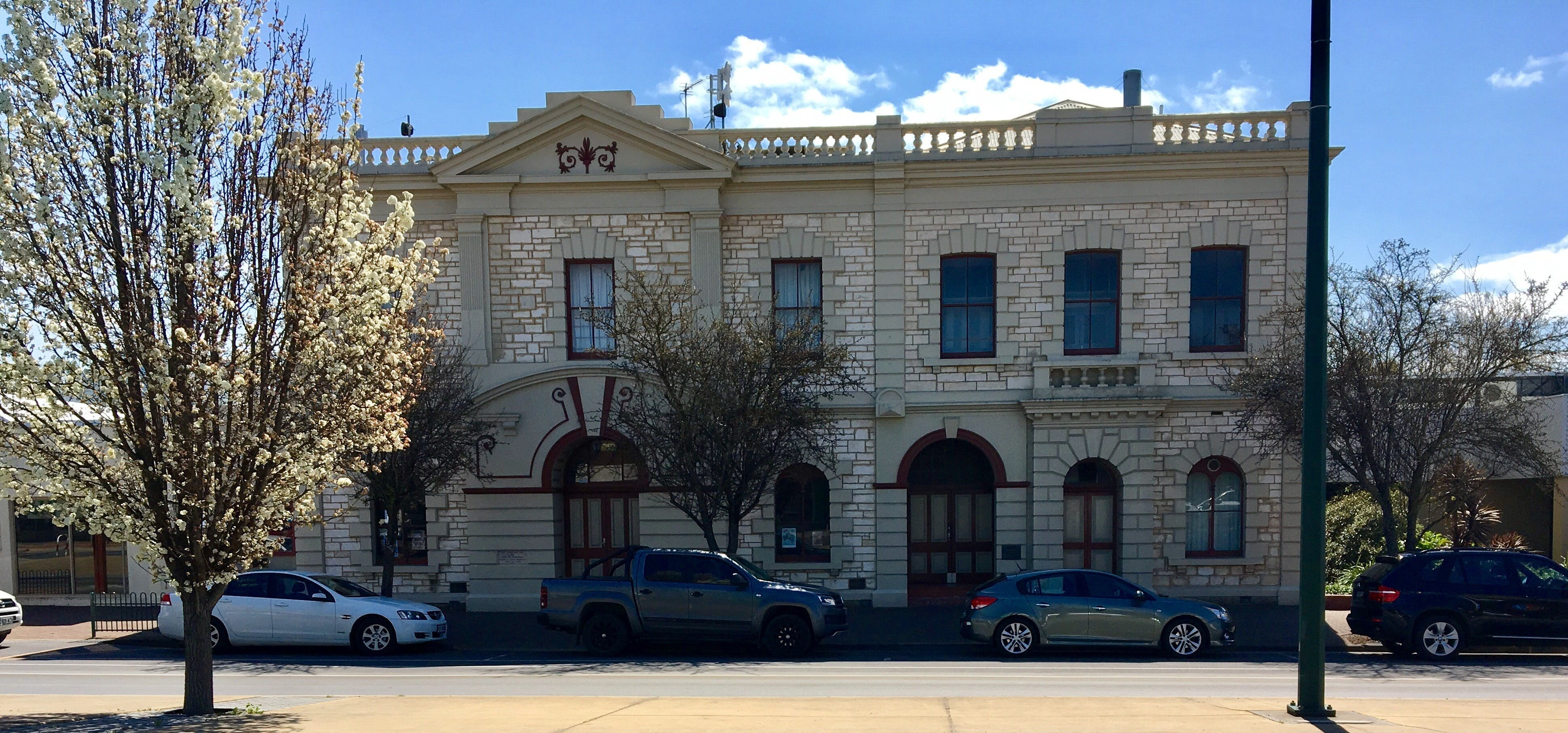 Naracoorte Town Hall - Accommodation in Bendigo