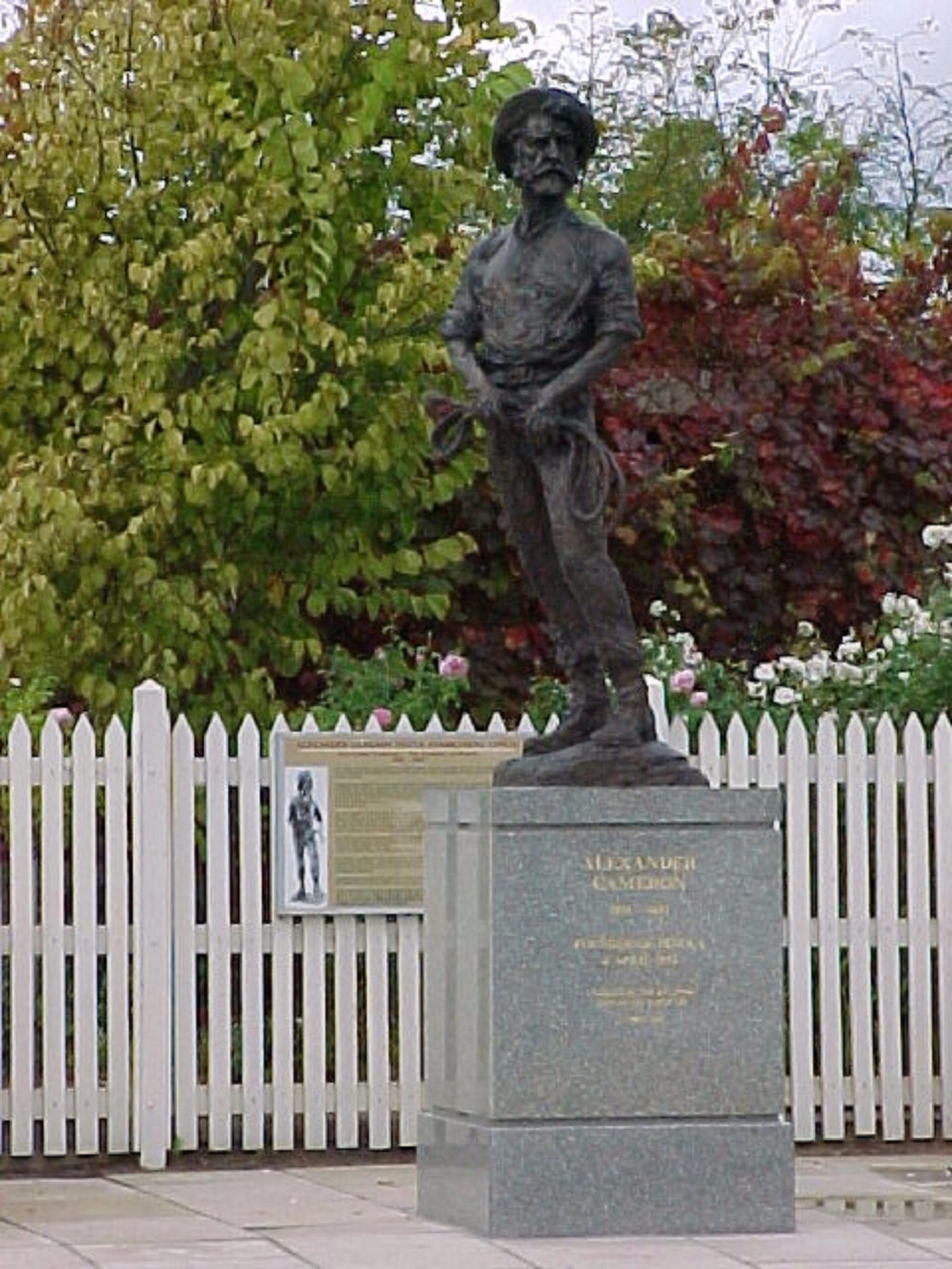 Alexander Cameron Statue - Accommodation in Bendigo