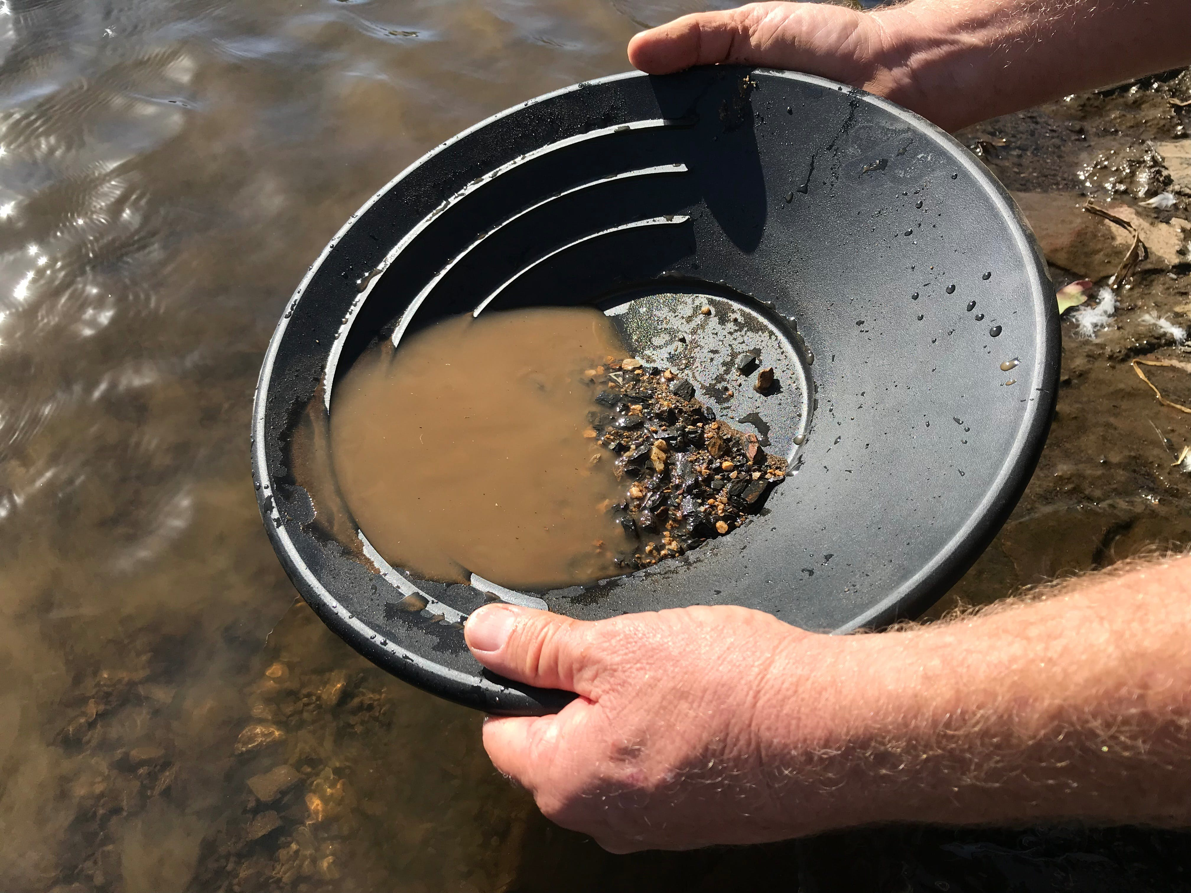 Tuena Panning for Gold - Accommodation in Bendigo