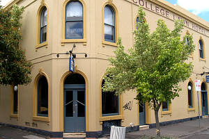 The College Lawn Hotel - Accommodation in Bendigo