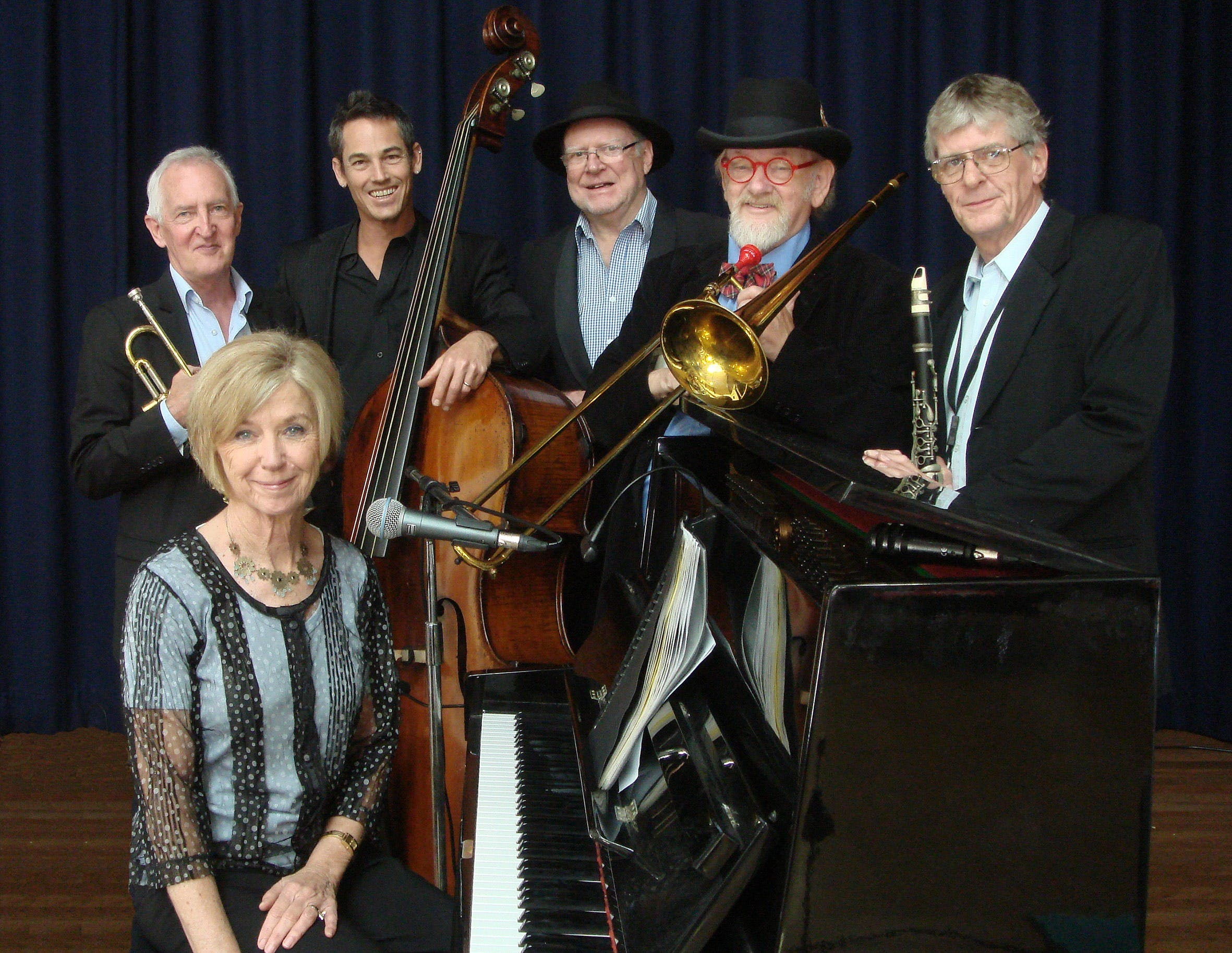 The Caxton Street Jazz Band in the Swigmore Hall at Robert Channon Wines - Accommodation in Bendigo