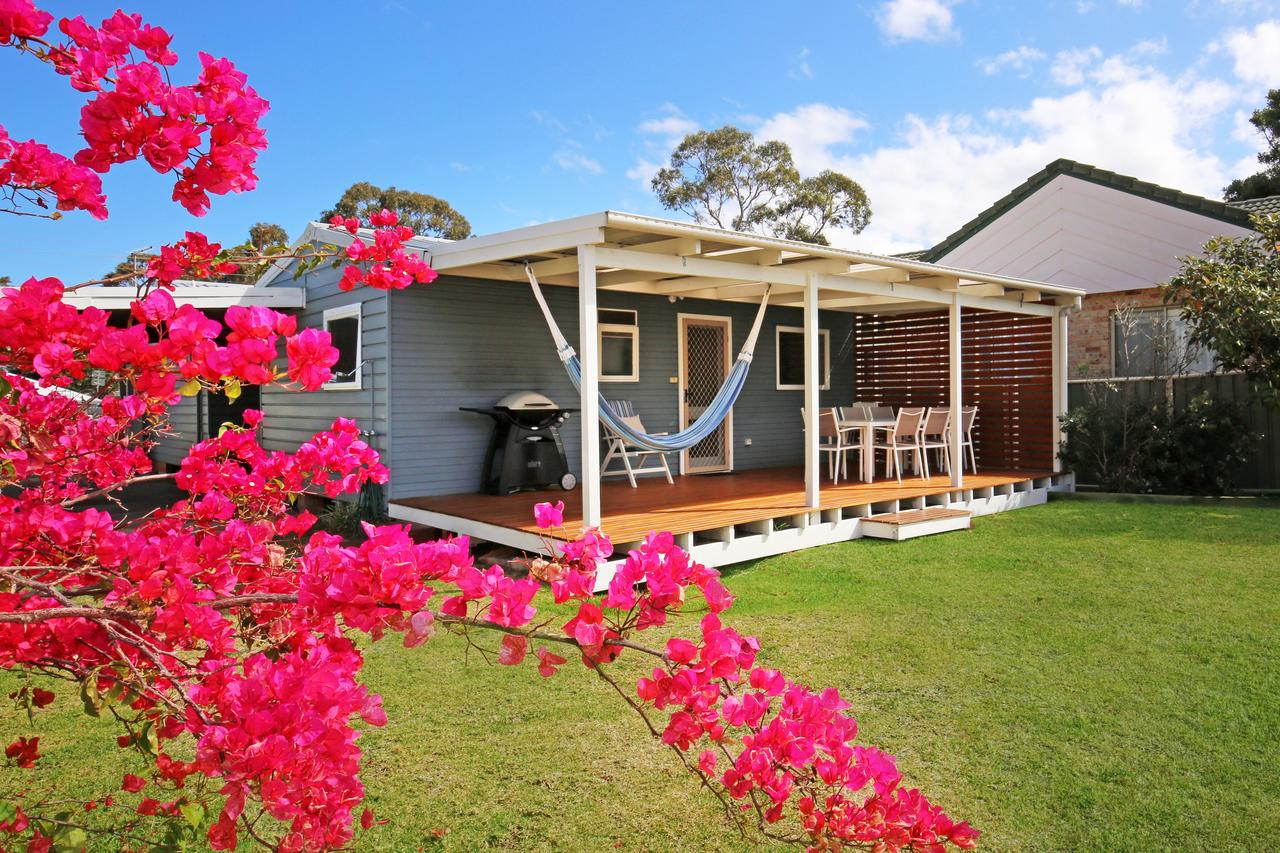 Hayes Beach House - Jervis Bay - Pet Friendly - Accommodation in Bendigo