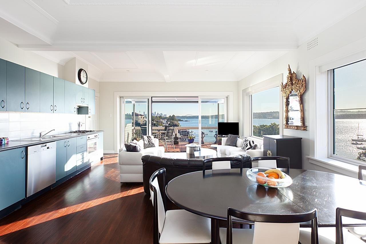 Art Deco Apartment With Breathtaking Water Views - Accommodation in Bendigo