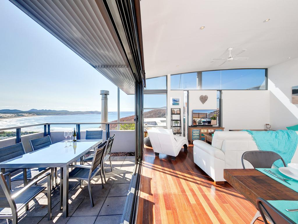 One Mile Cl Townhouse 22 26 The Deckhouse - Accommodation in Bendigo